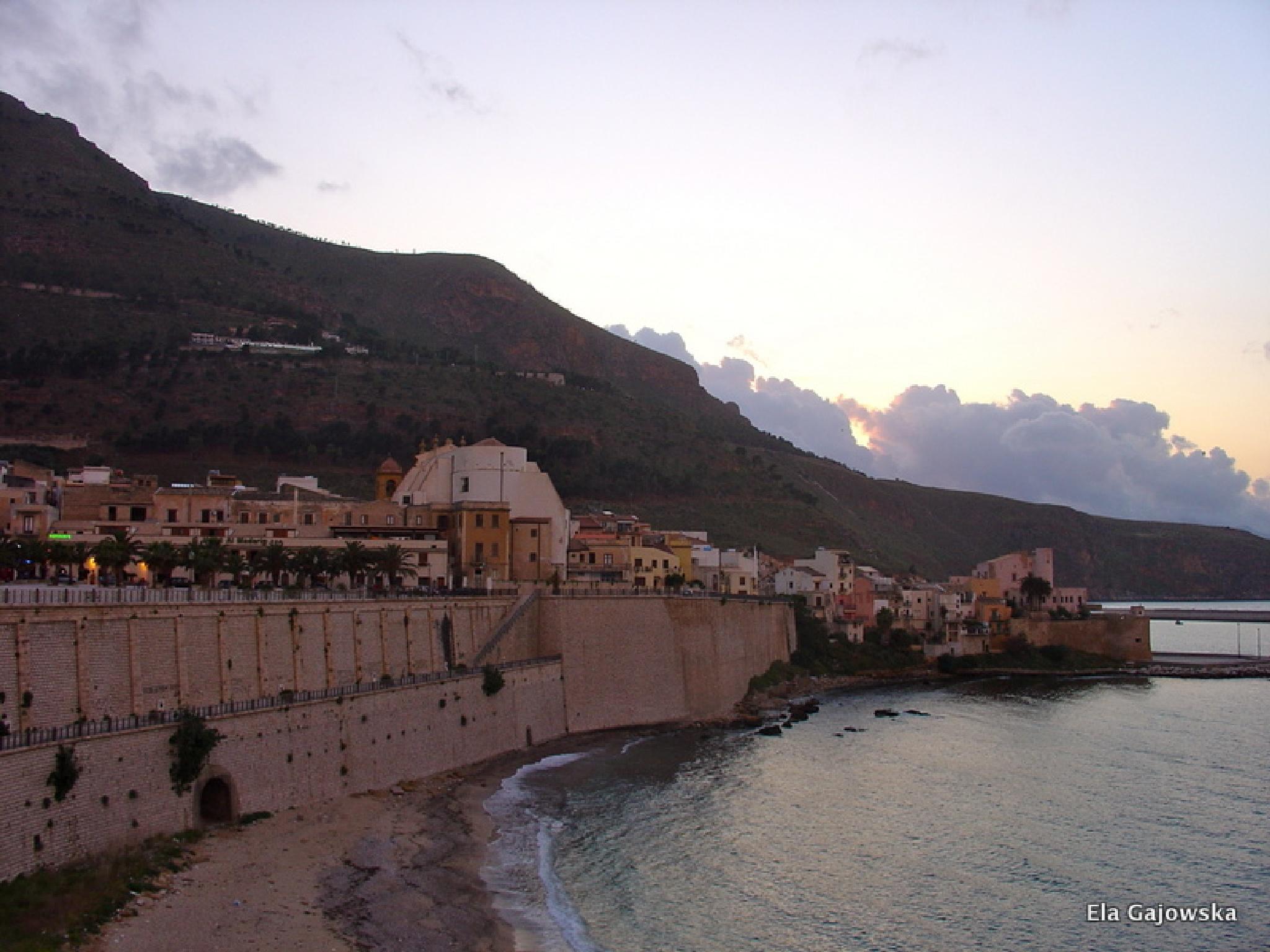 Sicily - just after sunset by Ela Gajowska