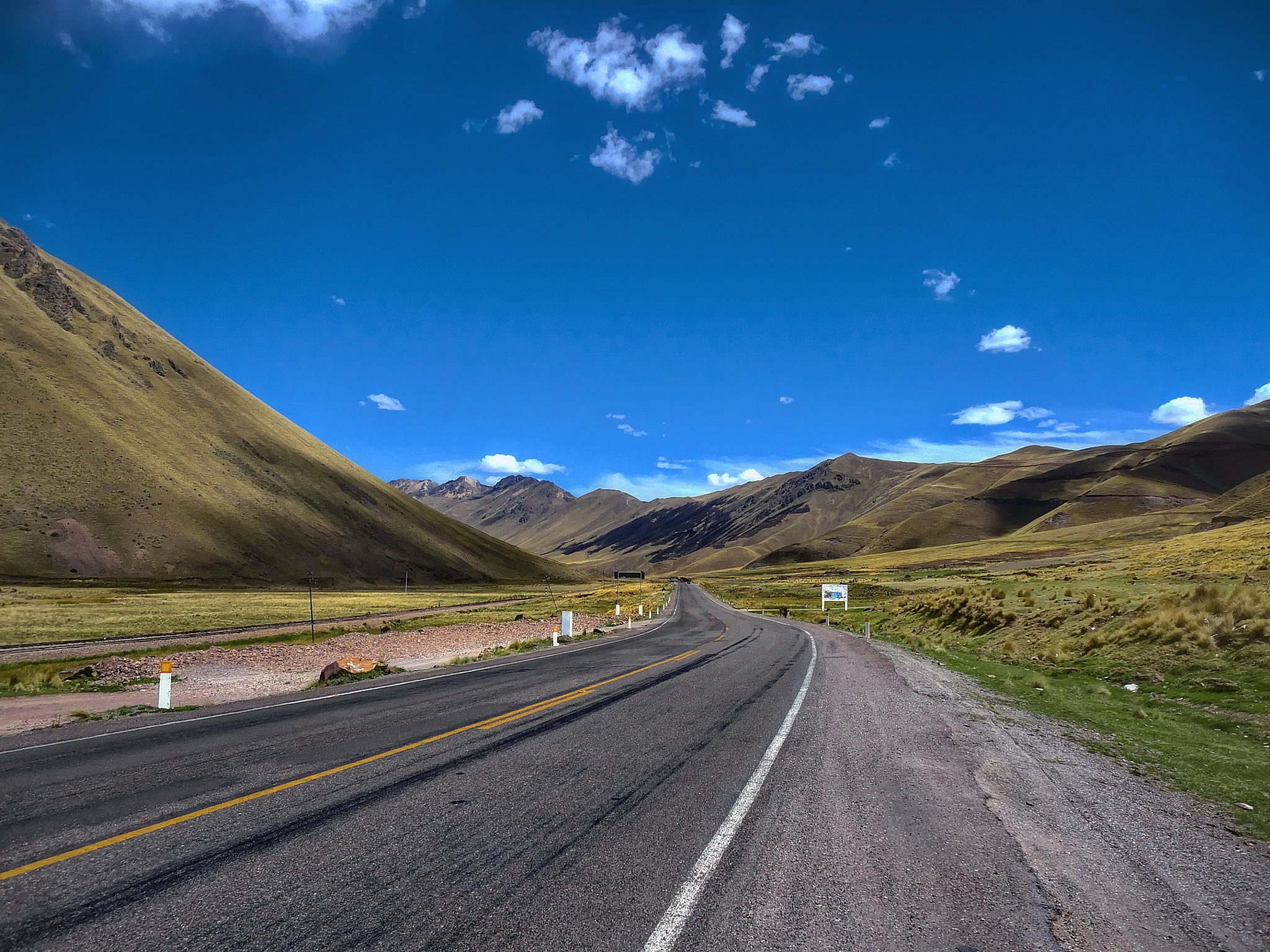 Road between Cusco and Puno by WSimone