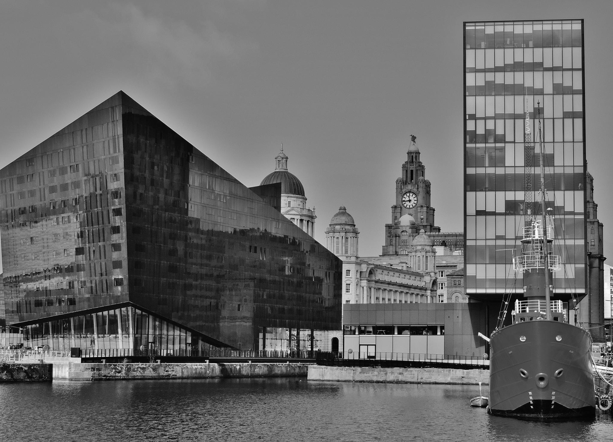 Liverpool docks by mountainpiguk