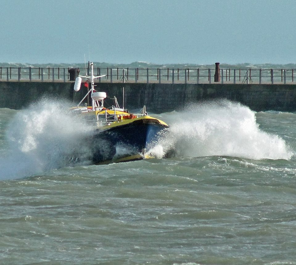 DOVER PILOT BOAT by mikewoodland21