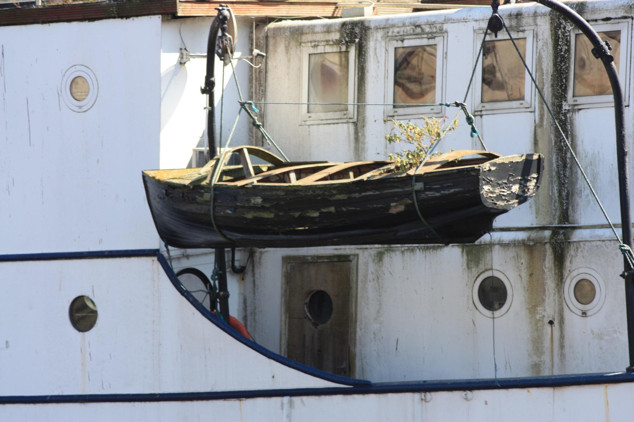 abandoned ship by stephencdickson