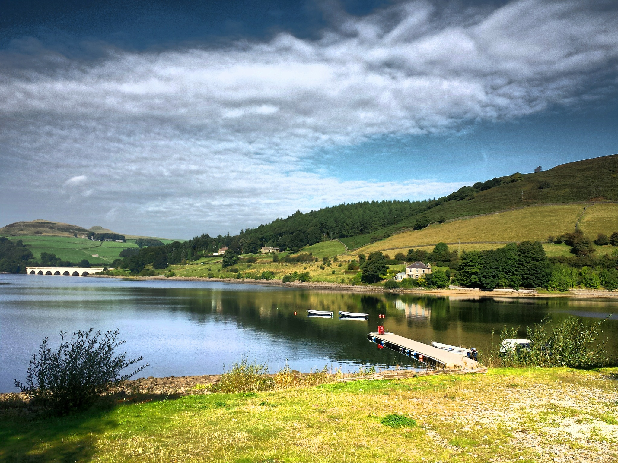 ladybower reservoir  by steve simpson