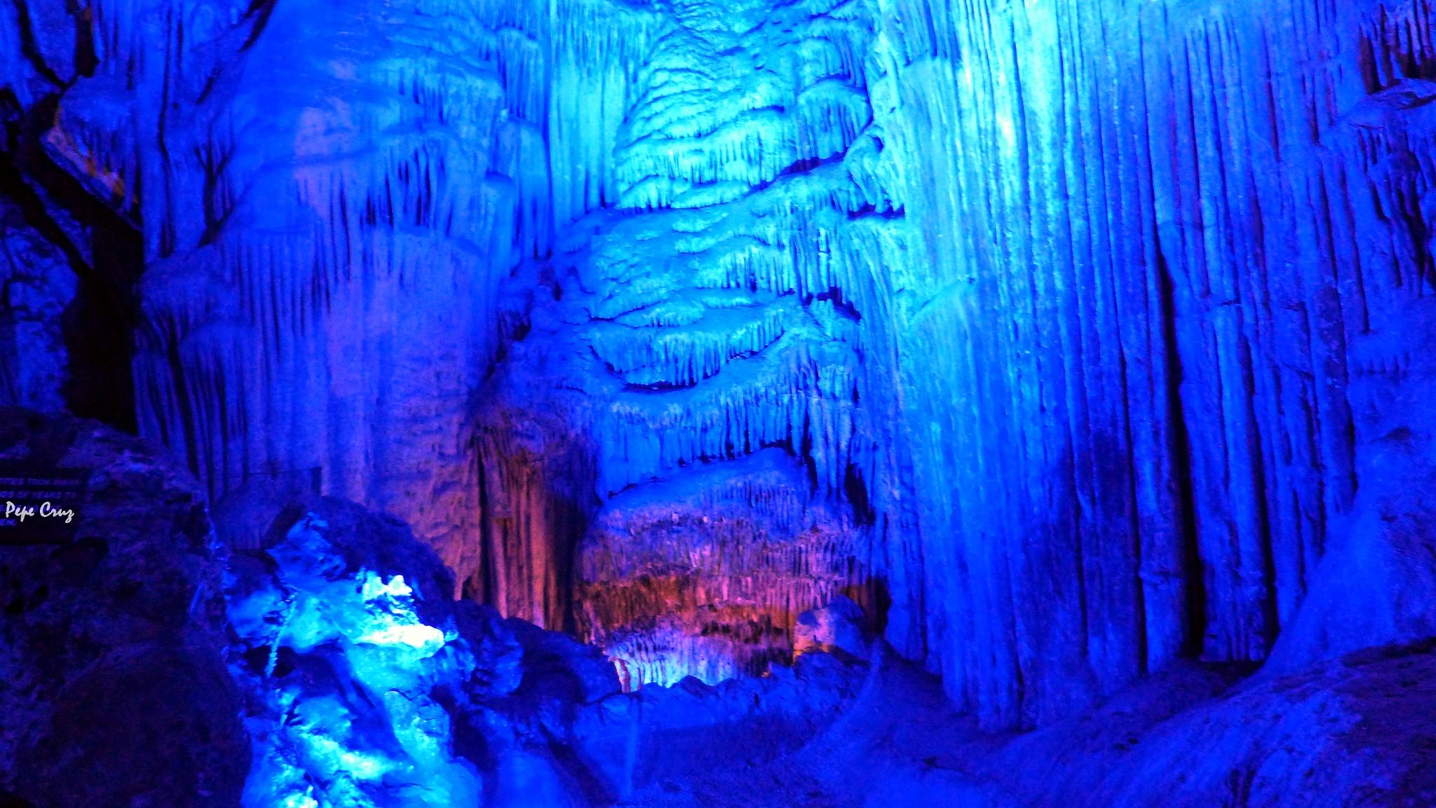 La Cueva II by Pepe Cruz