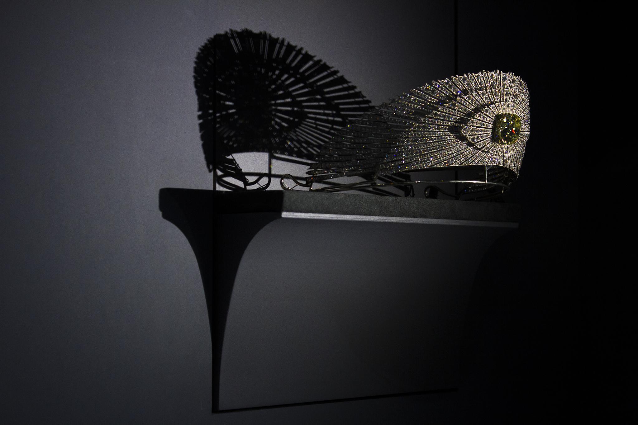 Cartier Sunburst Tiara Shadow by Woowah