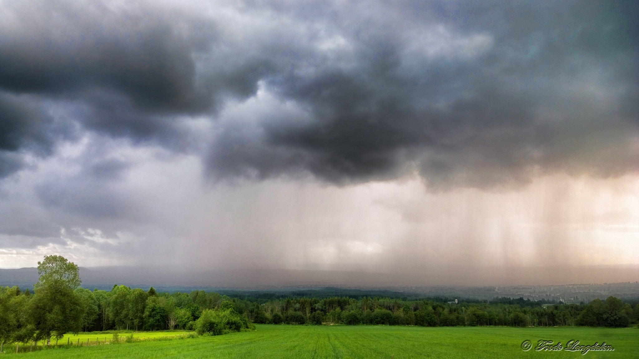A small thunder storm. by Frode Langdalen.