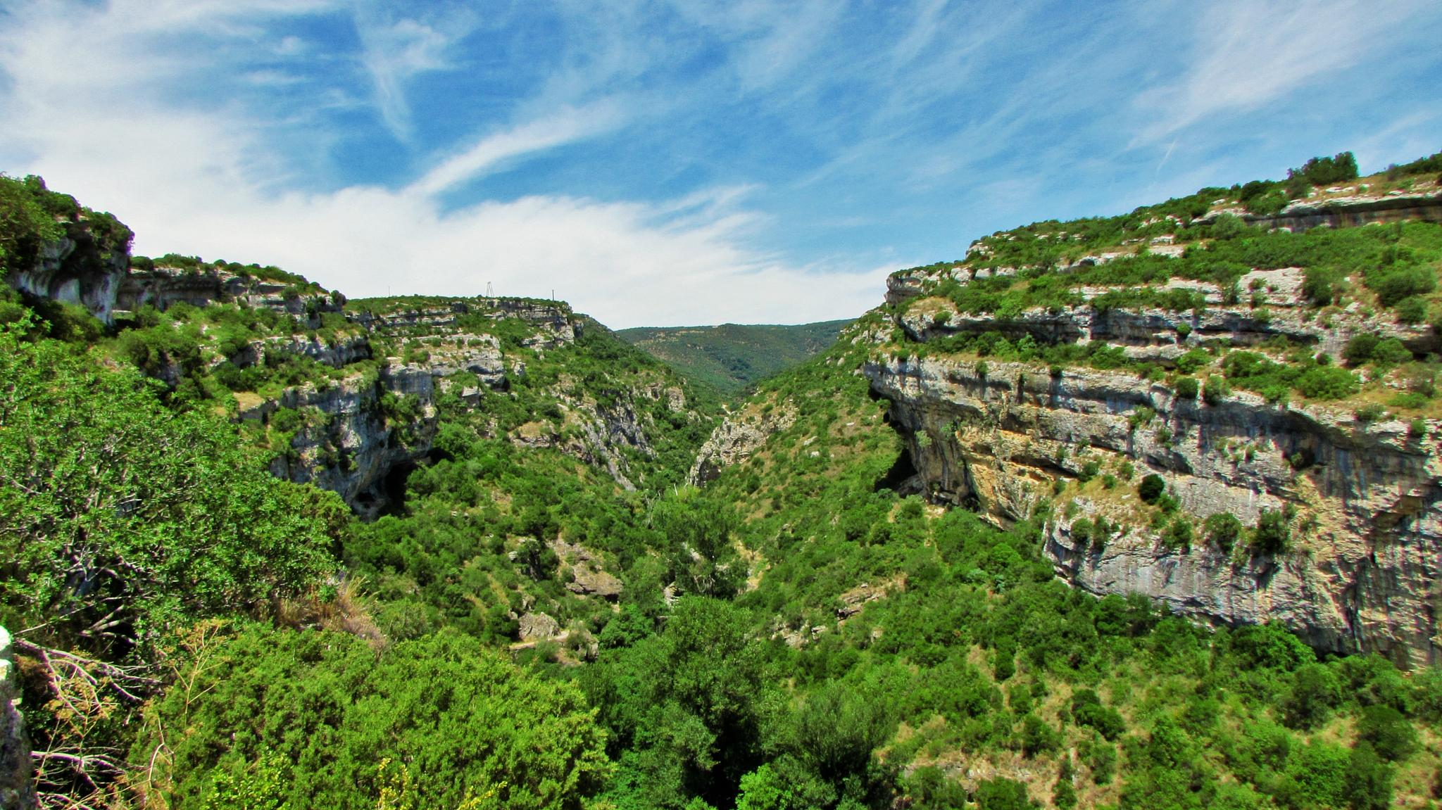 Gorge in Minerve by Simon Willford