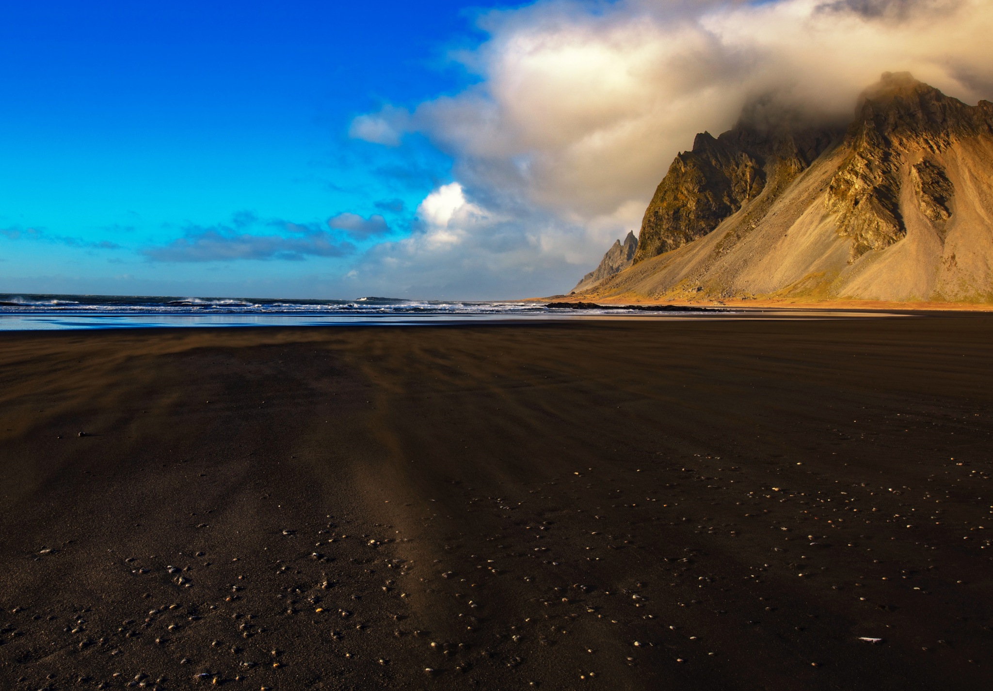 Black Sand Beach by andré figueiredo