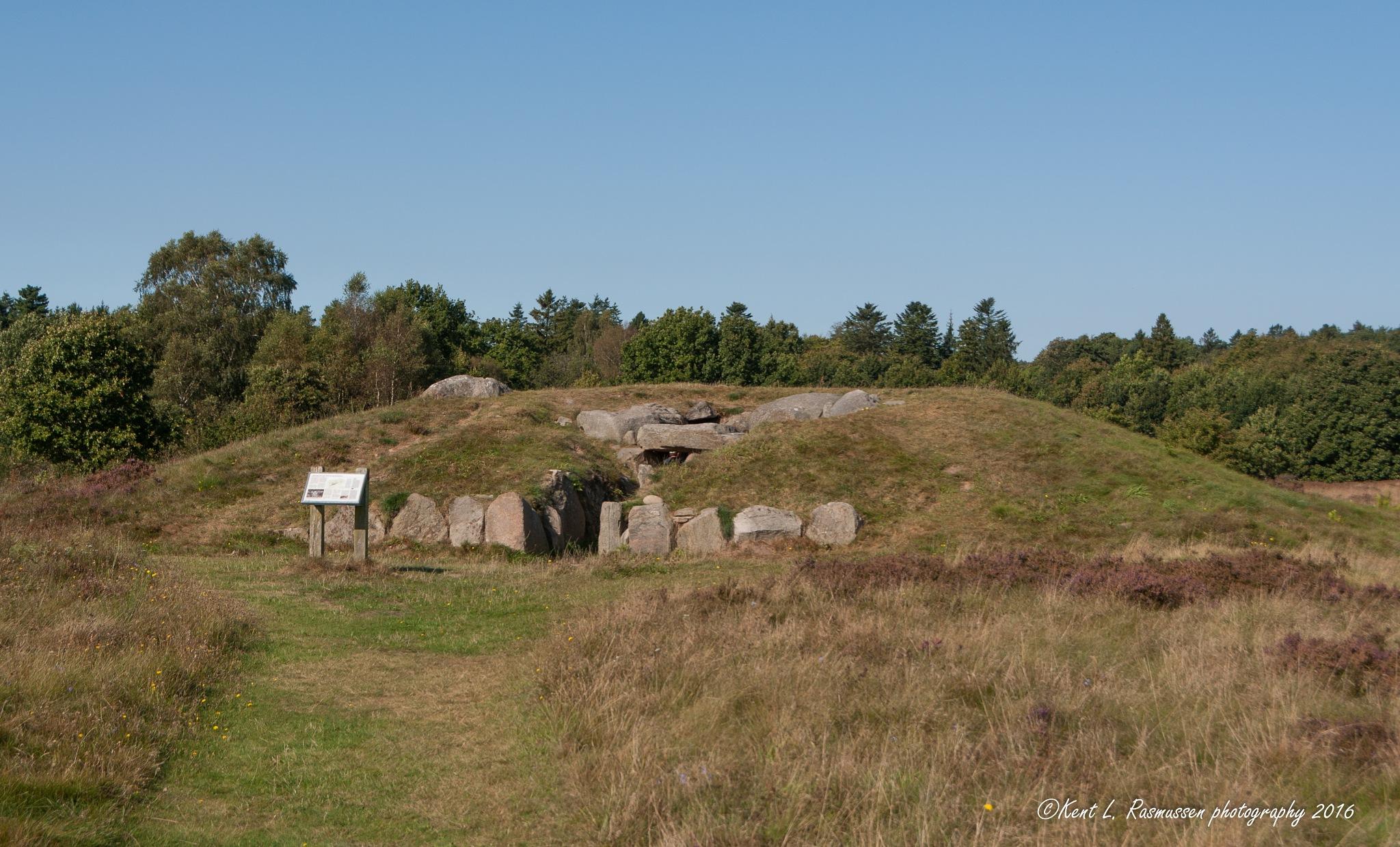 Jættestuen at Tustrup burial ground  by Kent L. Rasmussen