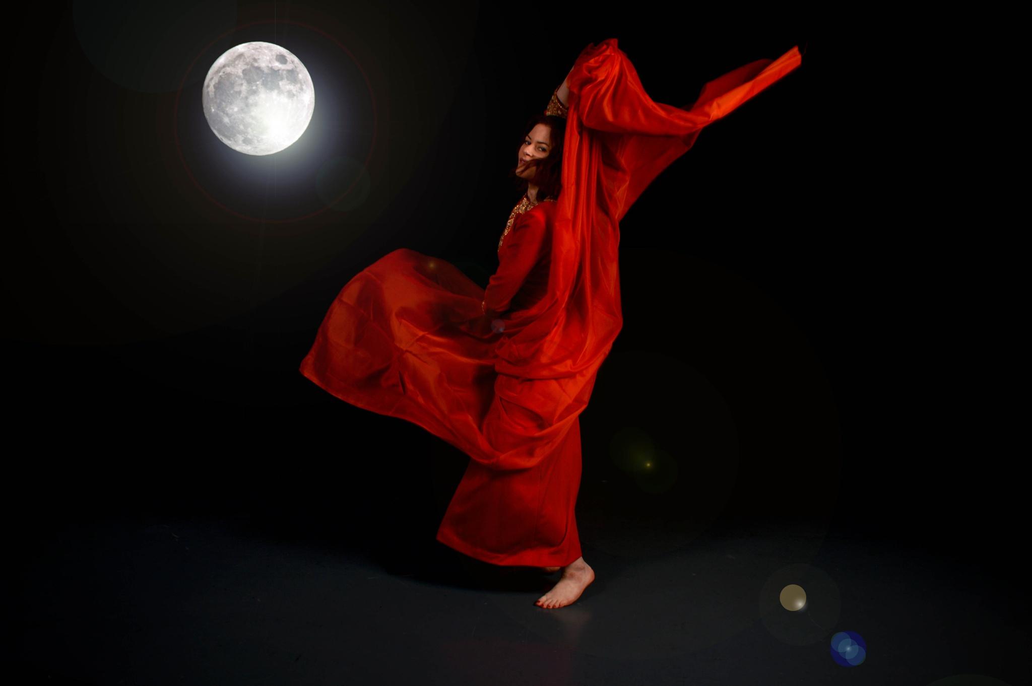 Moon dance.  by olga.weston