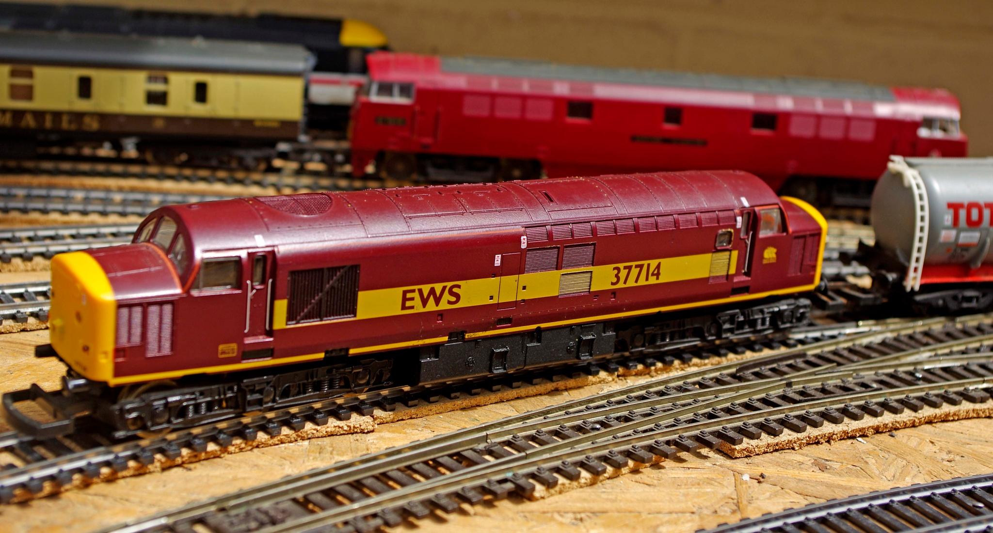 Model Railway Lima Class 37 EWS 37714-1-21 June 2016 by Owen Smithers