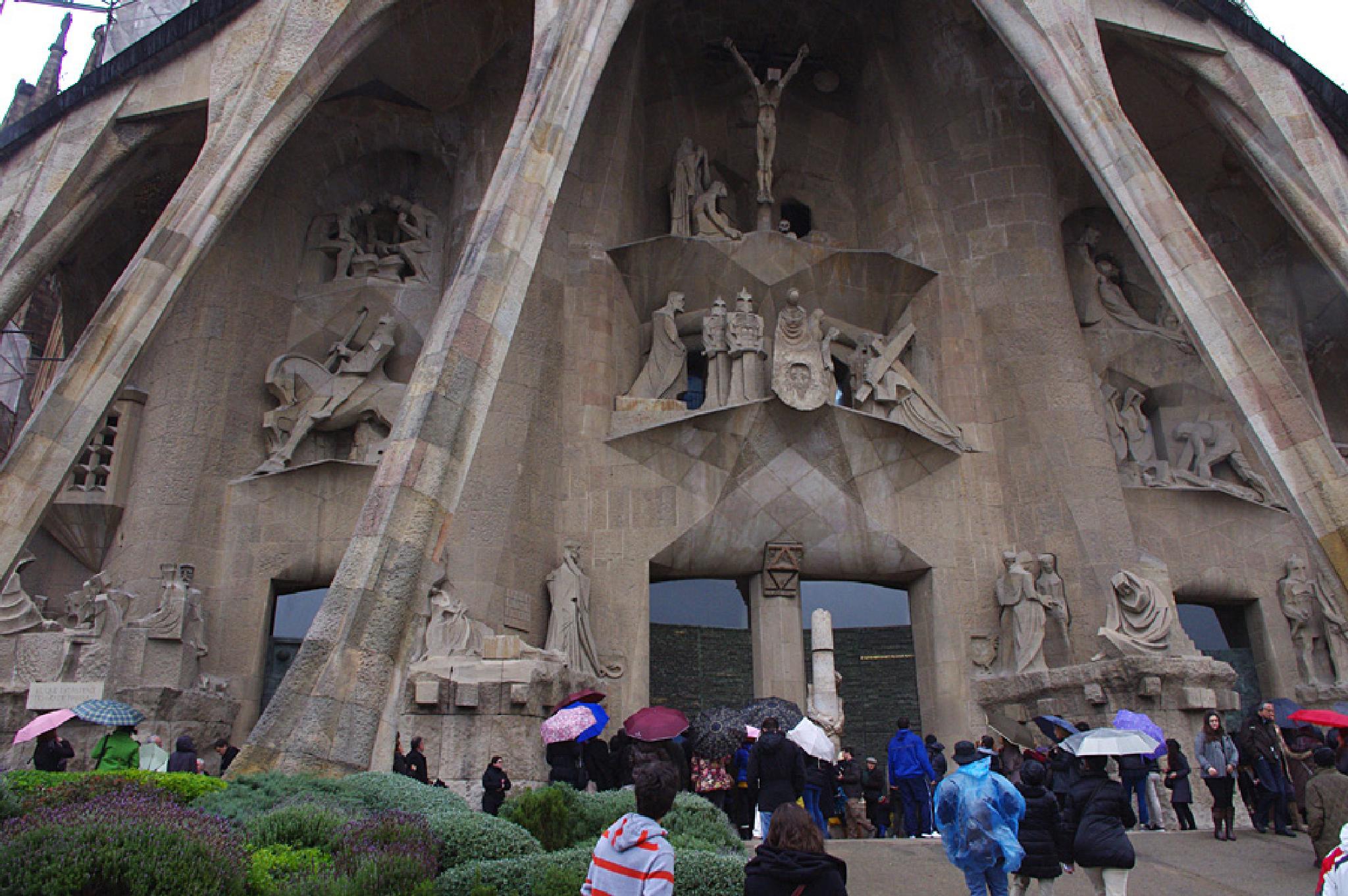 Barcalona Sagrada Familia 3b 31 December 2010 by Owen Smithers