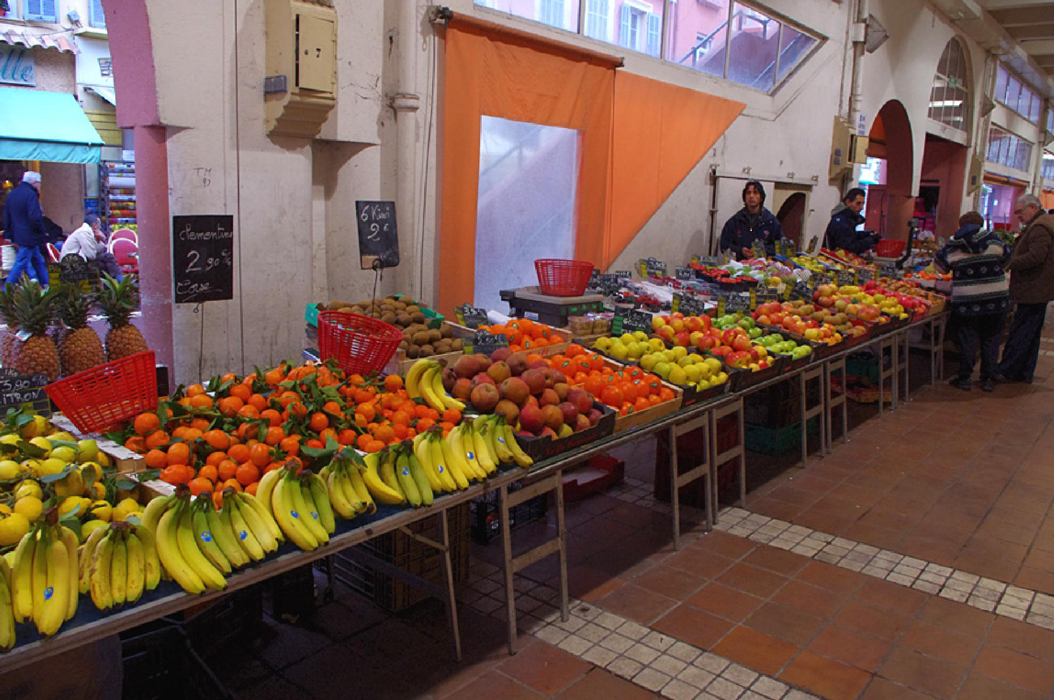 Cannes Food Market 30 December 2010 by Owen Smithers