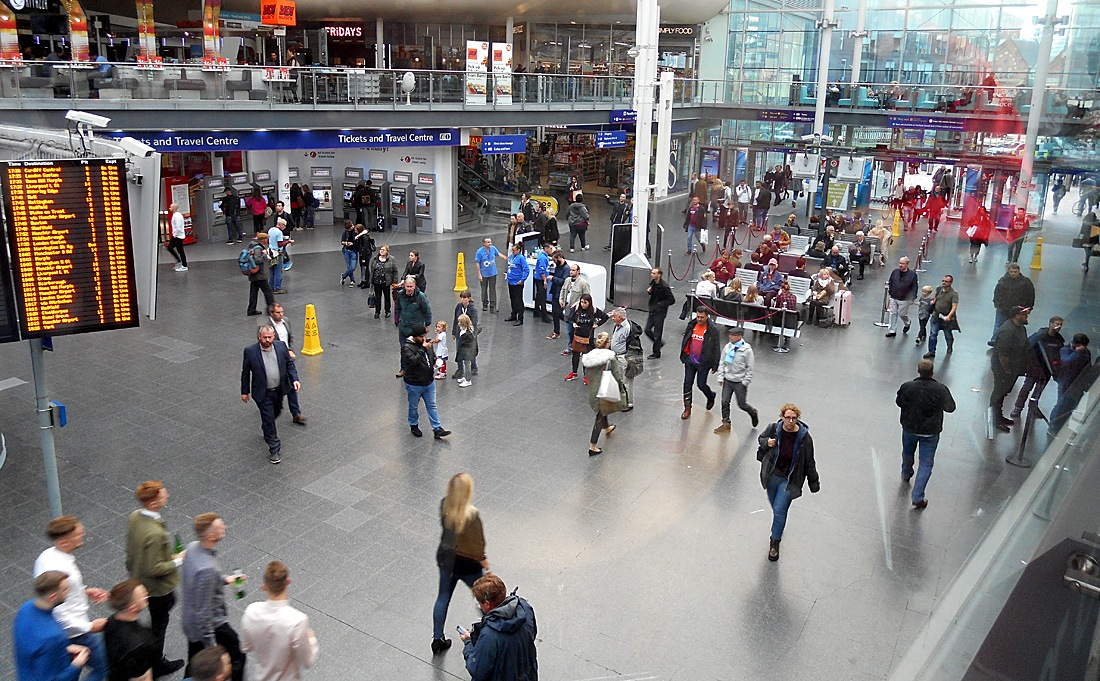 Manchester Piccadilly Station Crowds 01-09 September 2017 by Owen Smithers