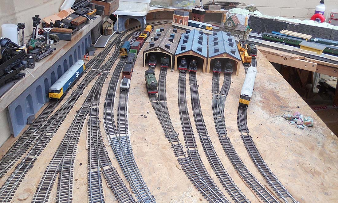 Model Railway Loco Sidings 23a-15  October 2018 by Owen Smithers