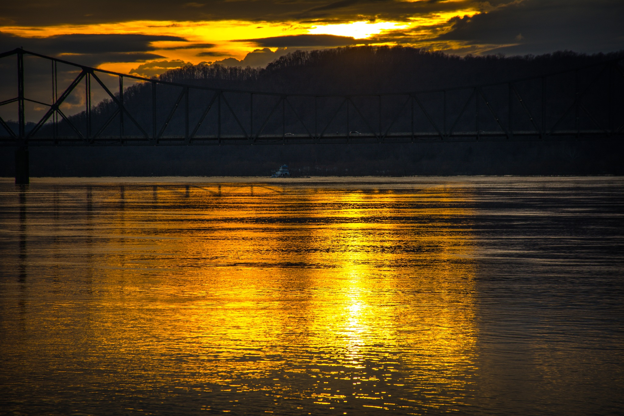 sunset over the Ohio River 2 by Zach Henderson