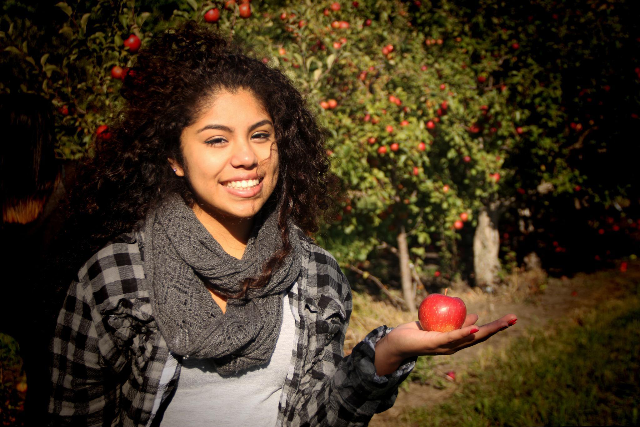 Apple Girl by Pintor72