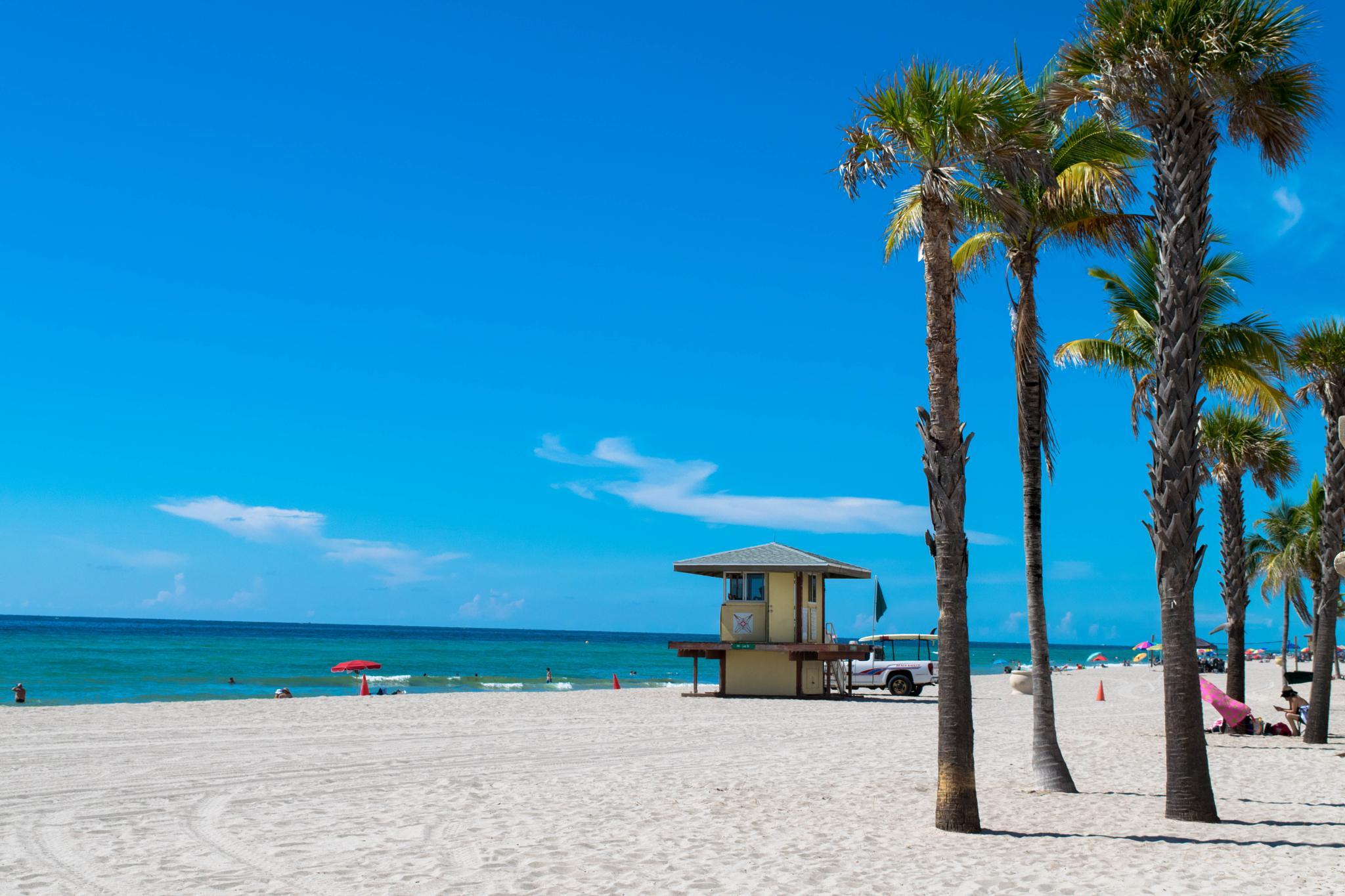 Beach by Luis Gómez García