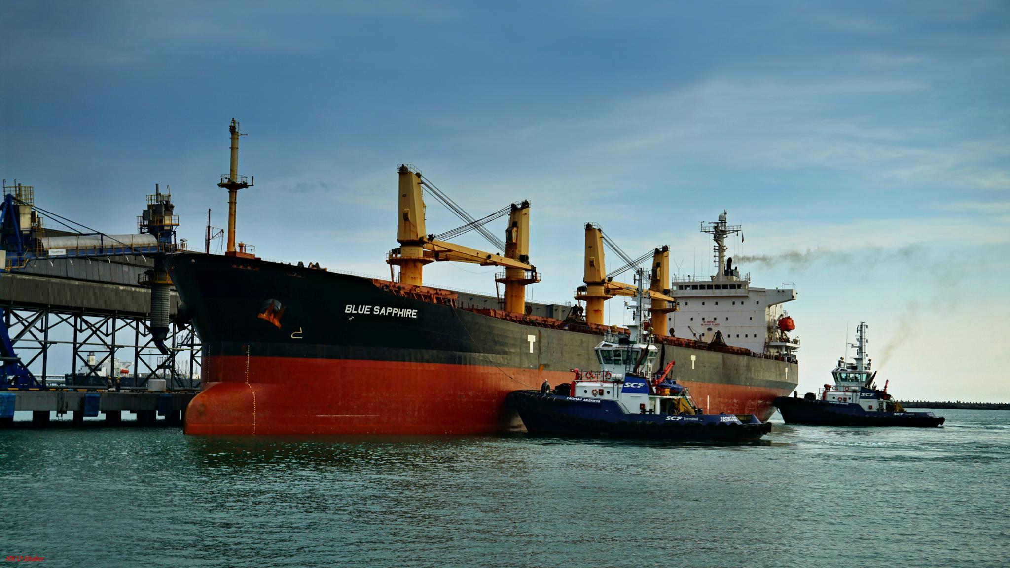 "Mooring bulk carrier ""Blue Sapphire""  /TUAPSE.Port/ by hlabistin.nick"