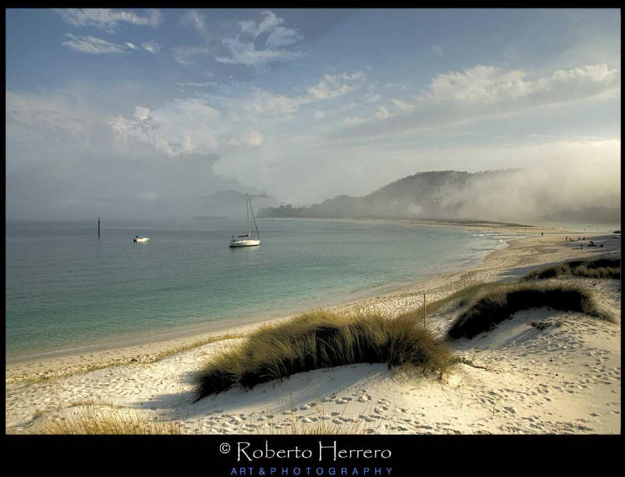 Praia das Rodas by Roberto Herrero. Photography
