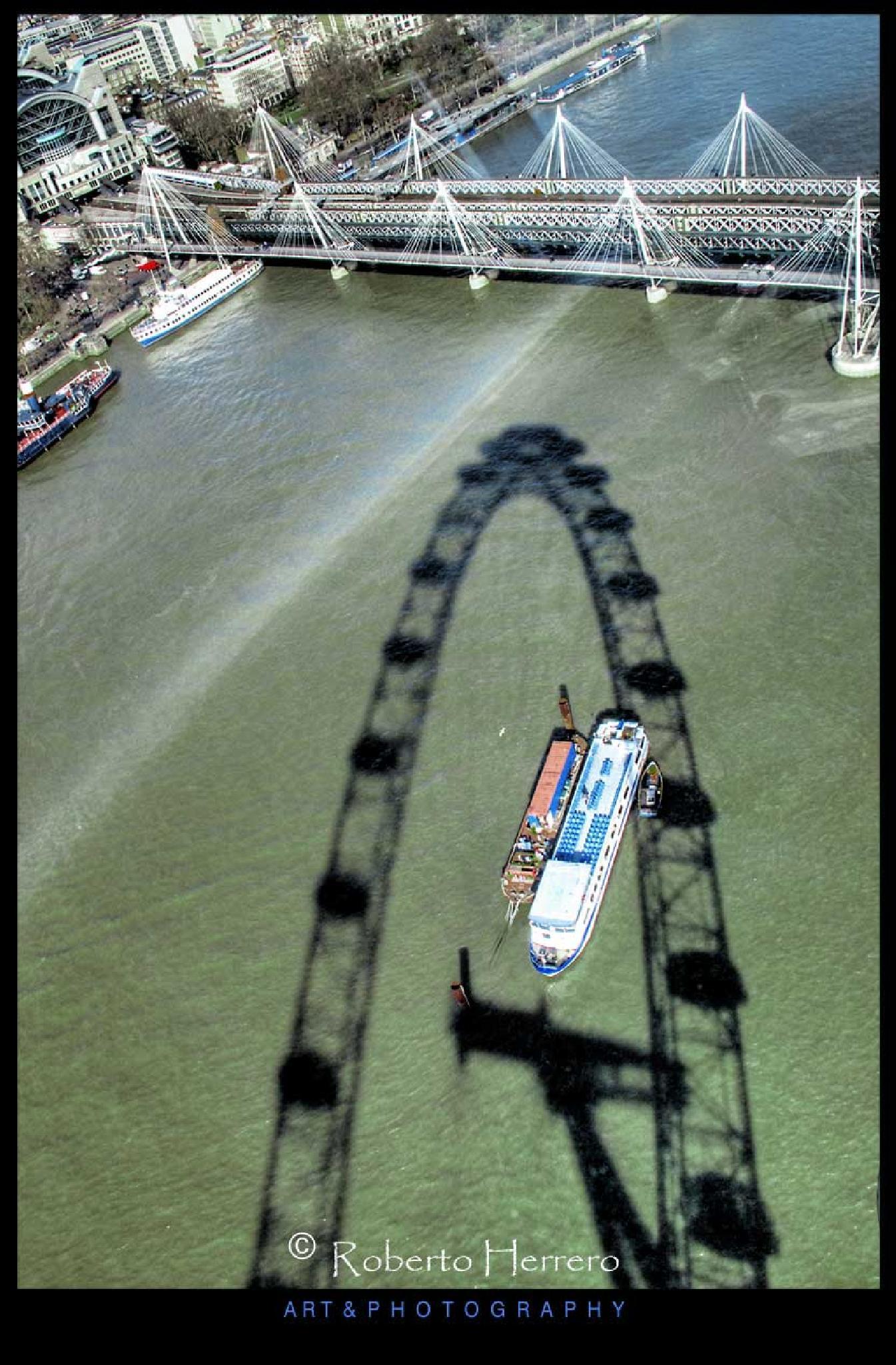 London Eye shadow by Roberto Herrero. Photography