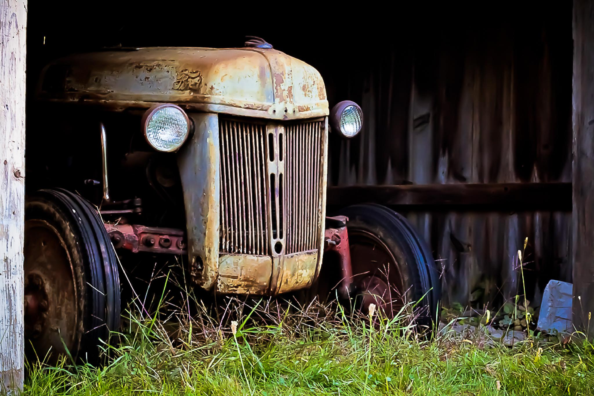 New England Tractor by bethraucci