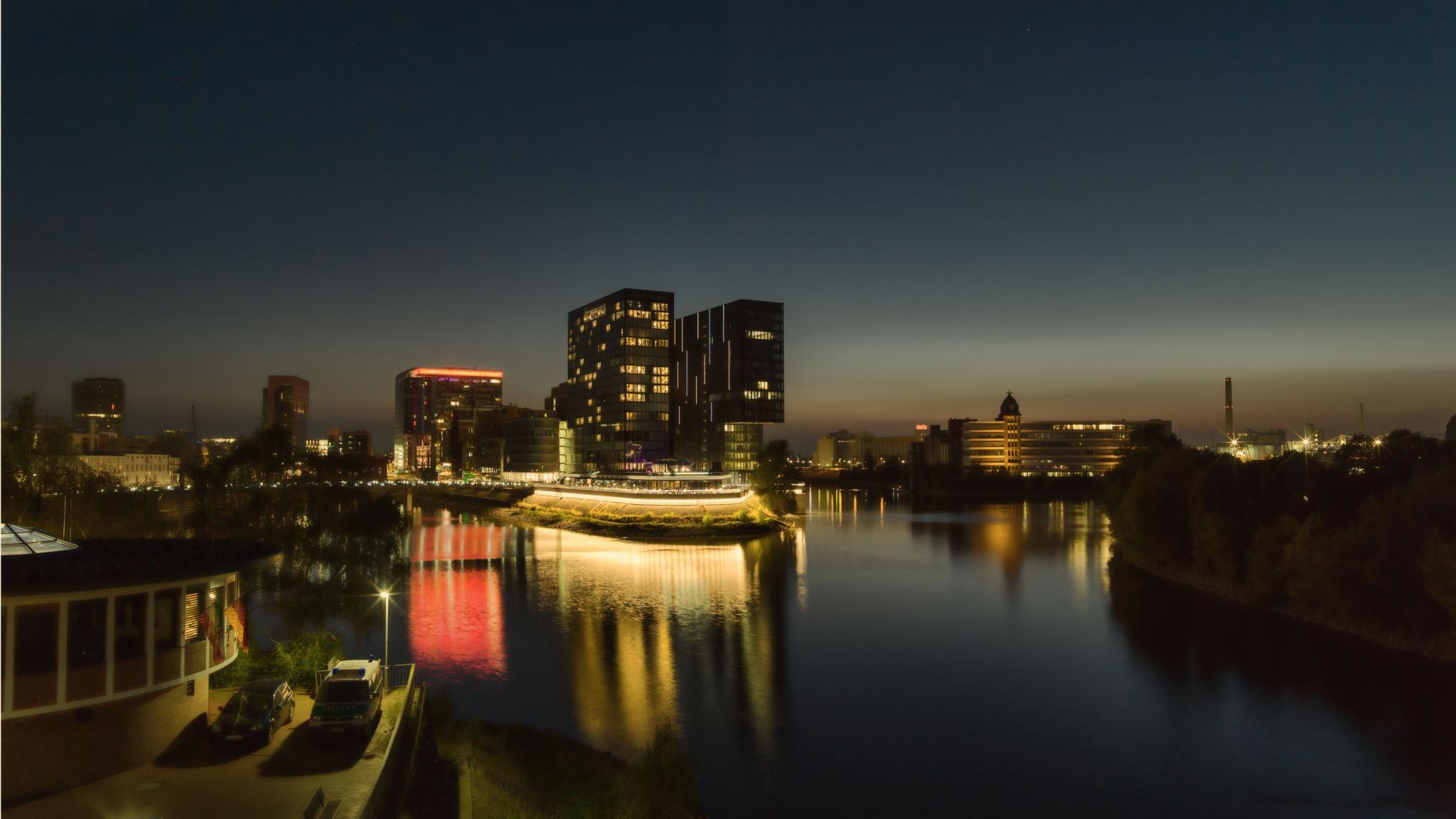 Düsseldorf by AndreasSchmelzer