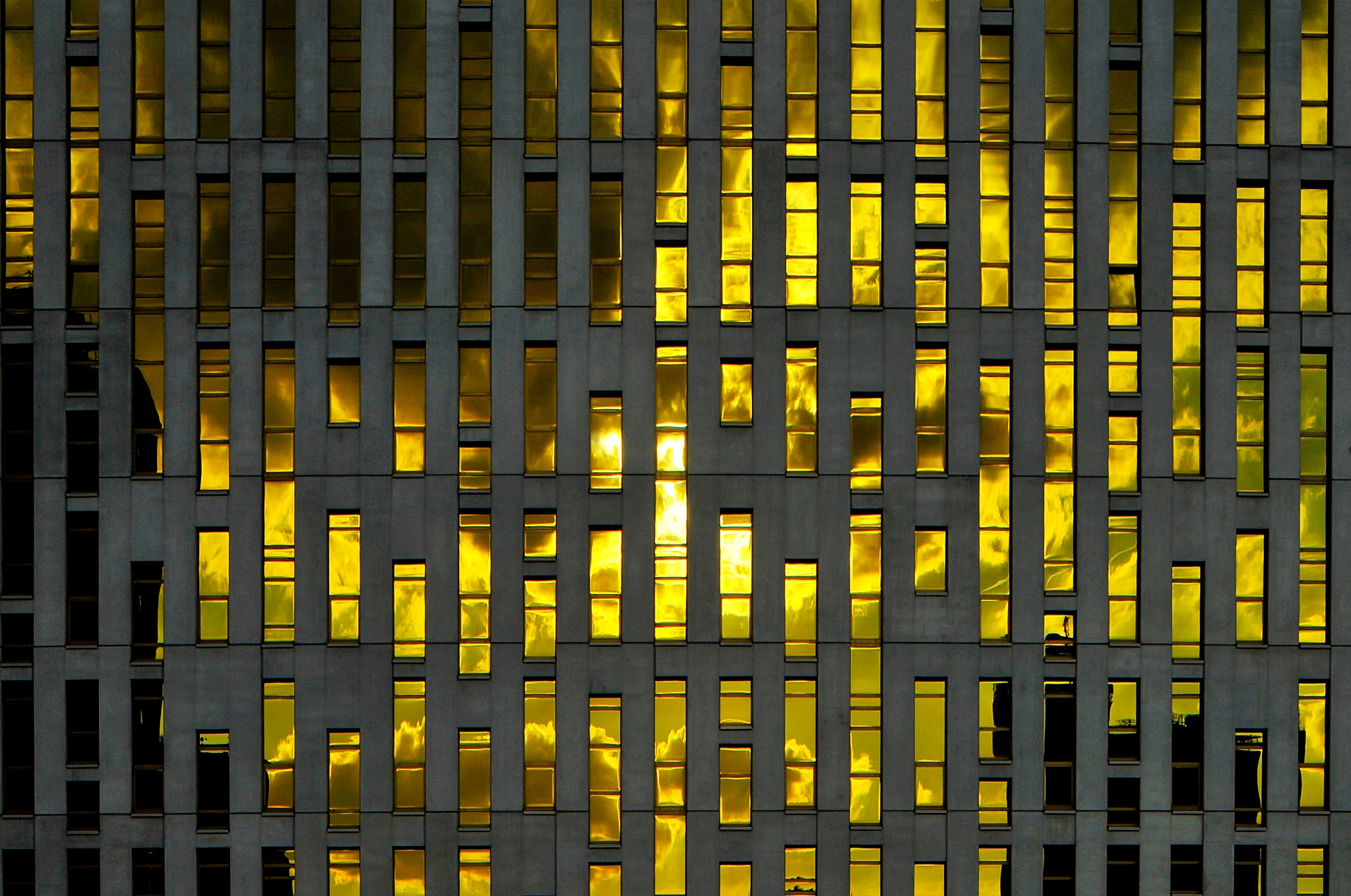 Sunset in the windows by tomkornik