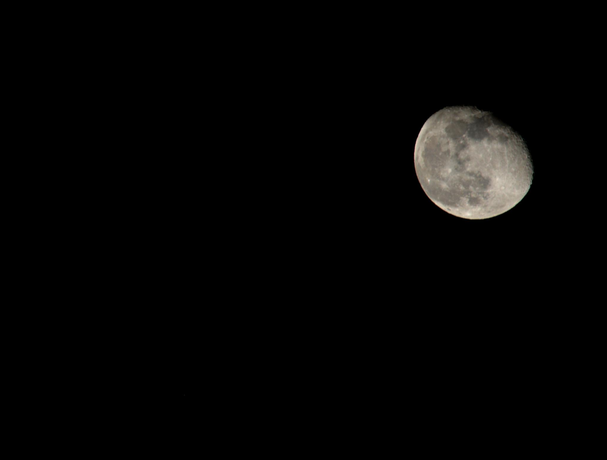 Eerie Moon by laboisselle
