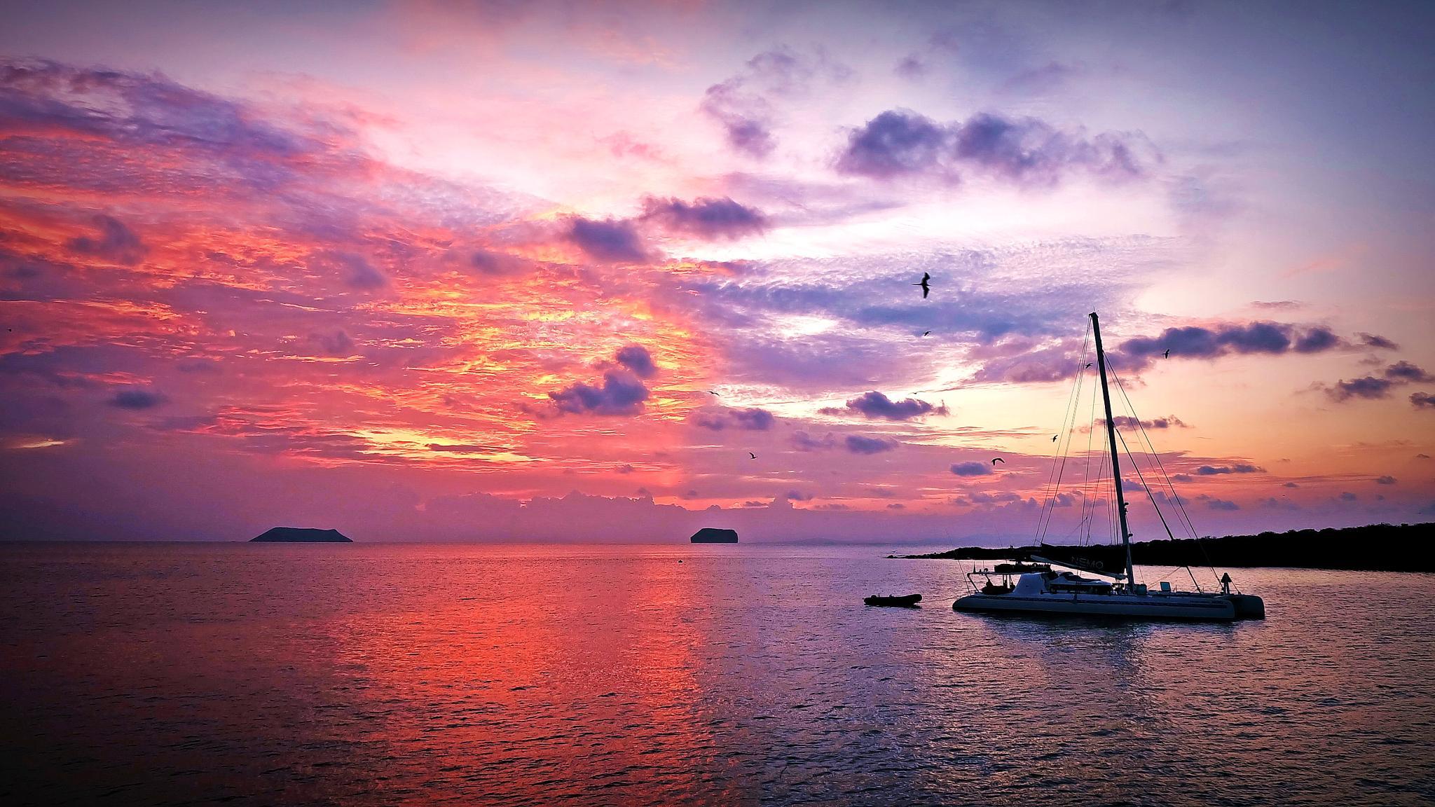 Sunset .. in Galapagos  by Shane WP Wongperk