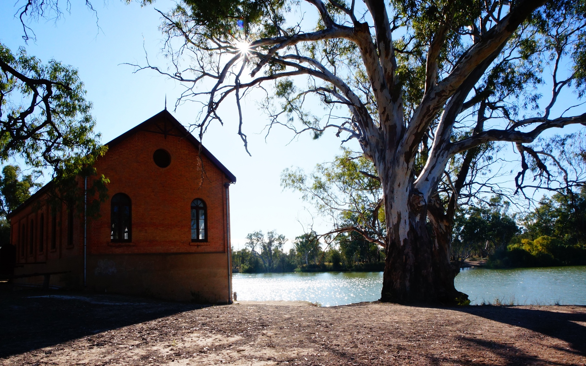 old pump house by kerriegoodman