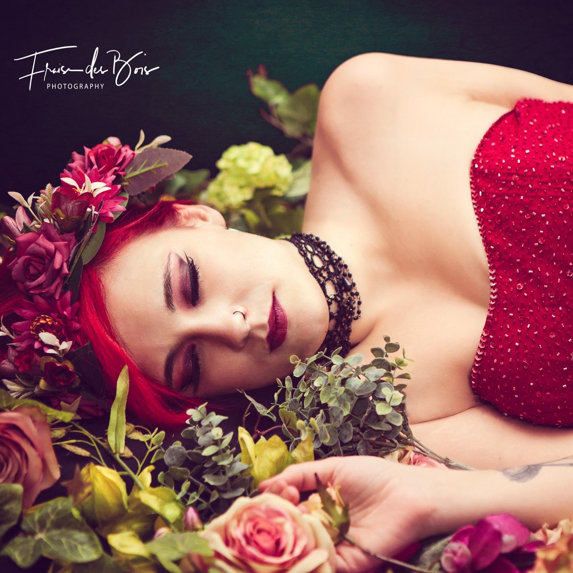 Au milieu des fleurs by Fraise des Bois
