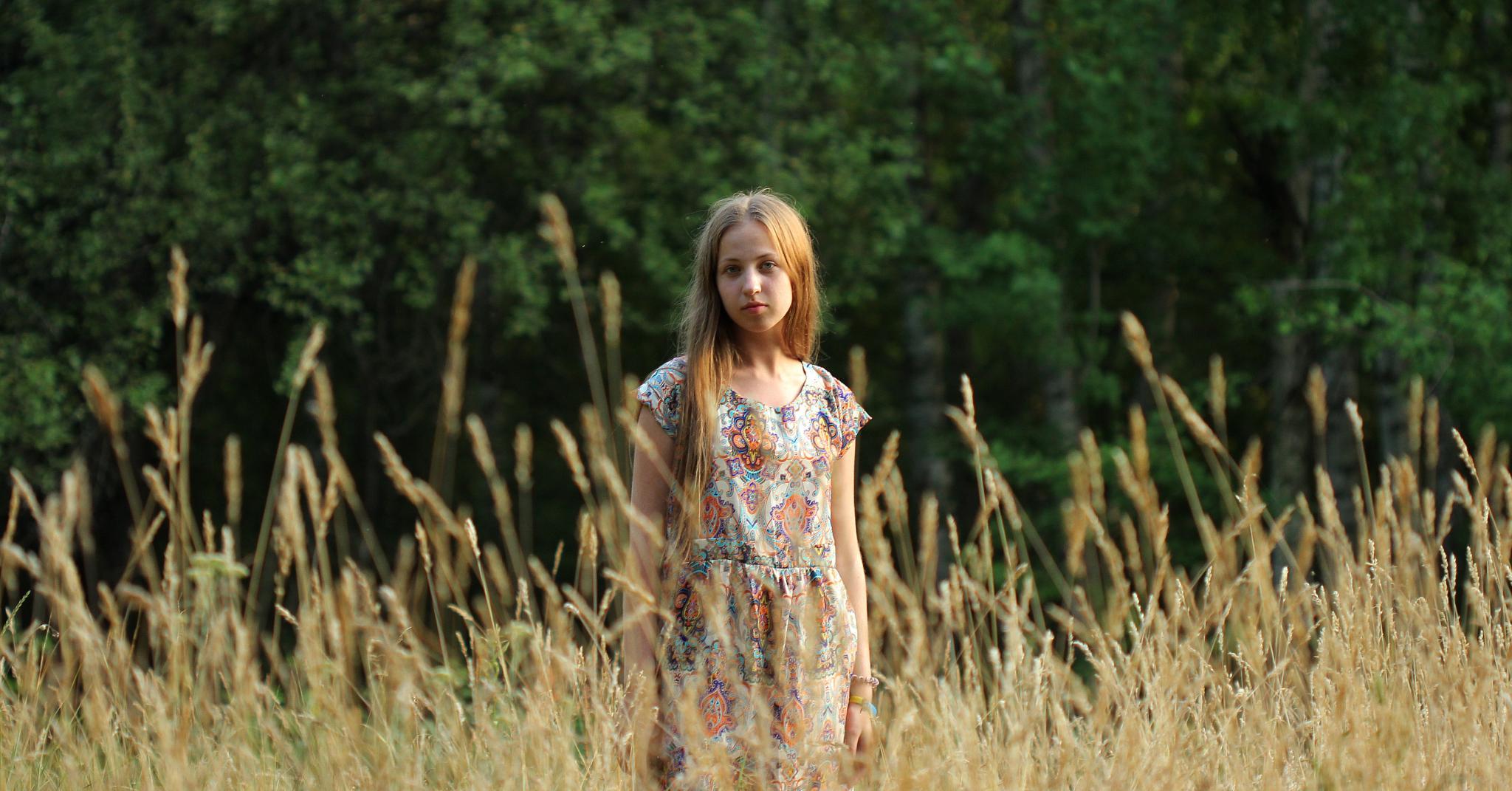 Portrait in field by Pasha Korzh