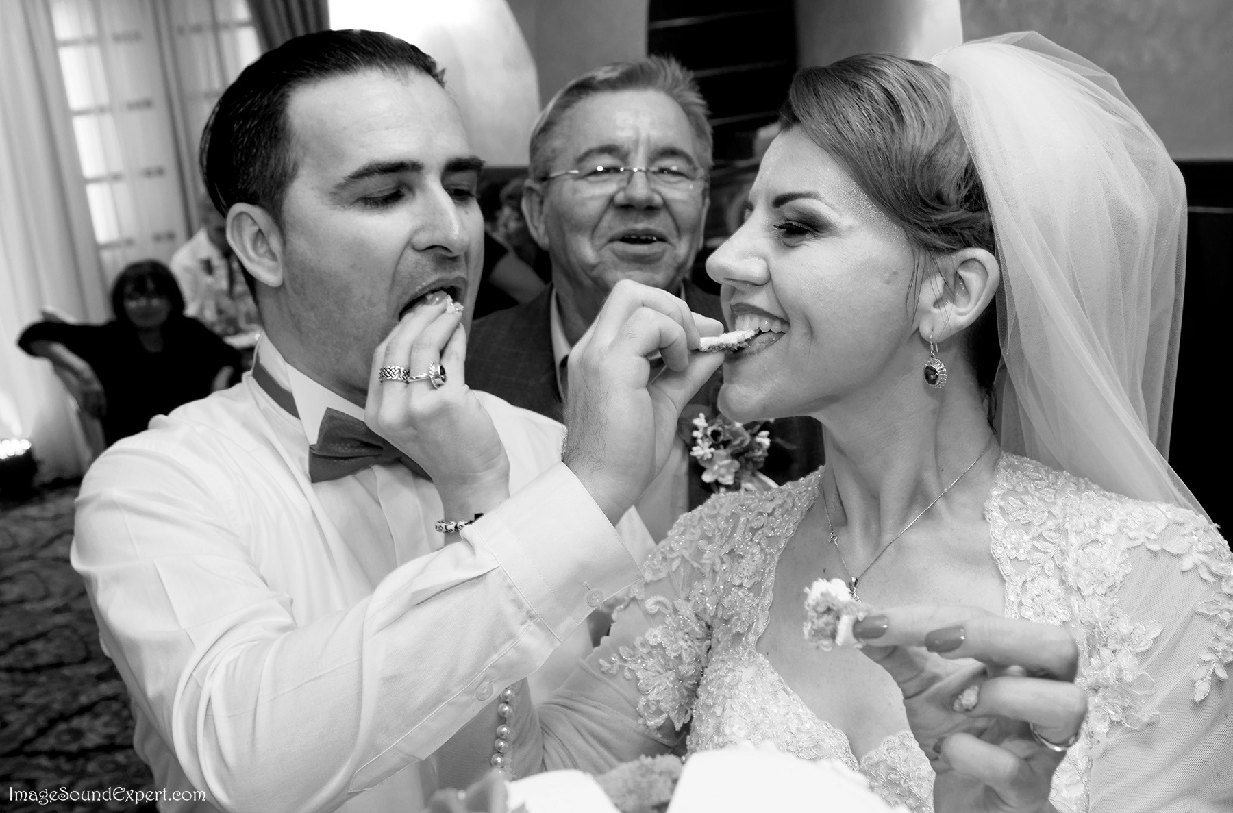 fun wedding - give me a cake by Angelica Vaihel