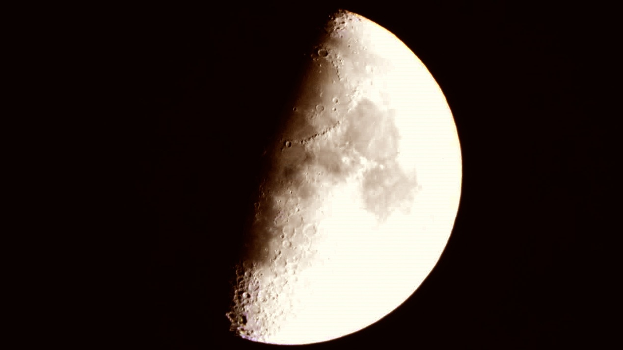 Photo in Astrophotography #moon #moonlight #moondetails #craters