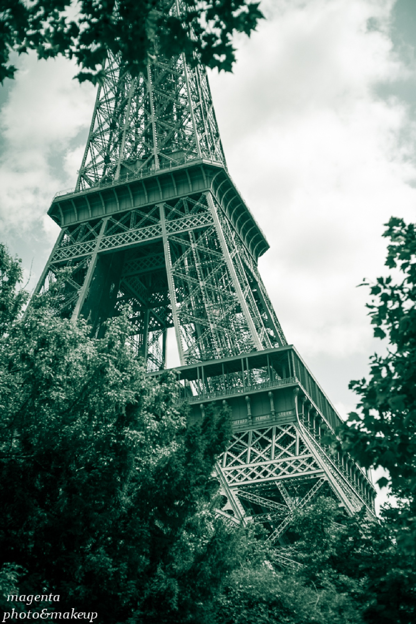 Tour d' Eiffel by Kata Bartha