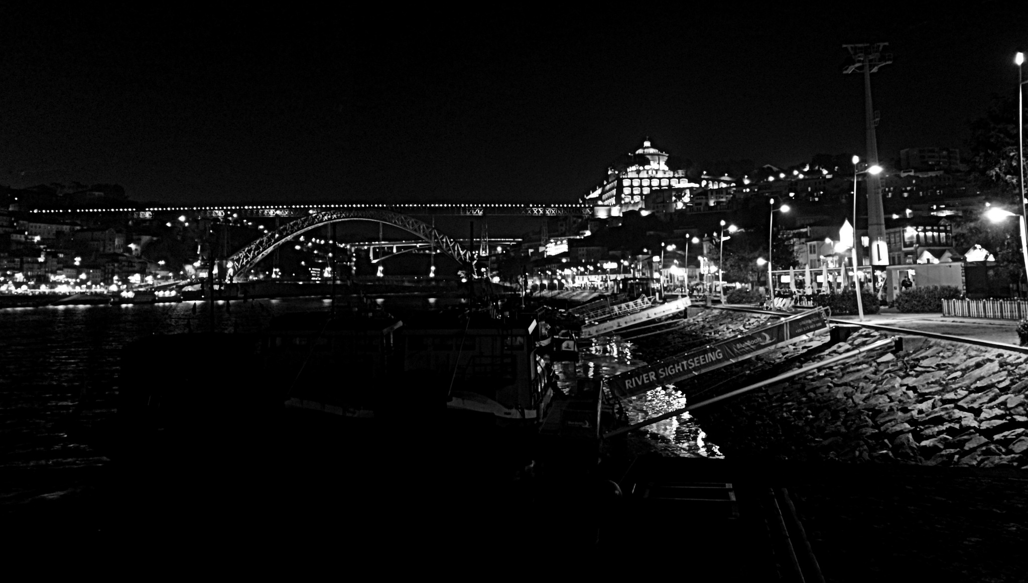 Nigth in Porto by Viking Tuga