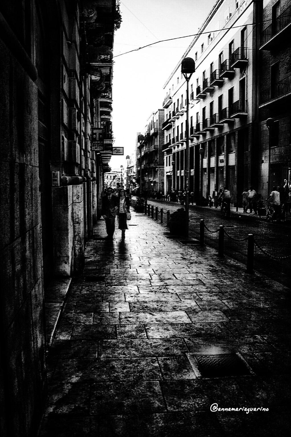 Una passeggiata. ..in pieno centro. by annamariaguari