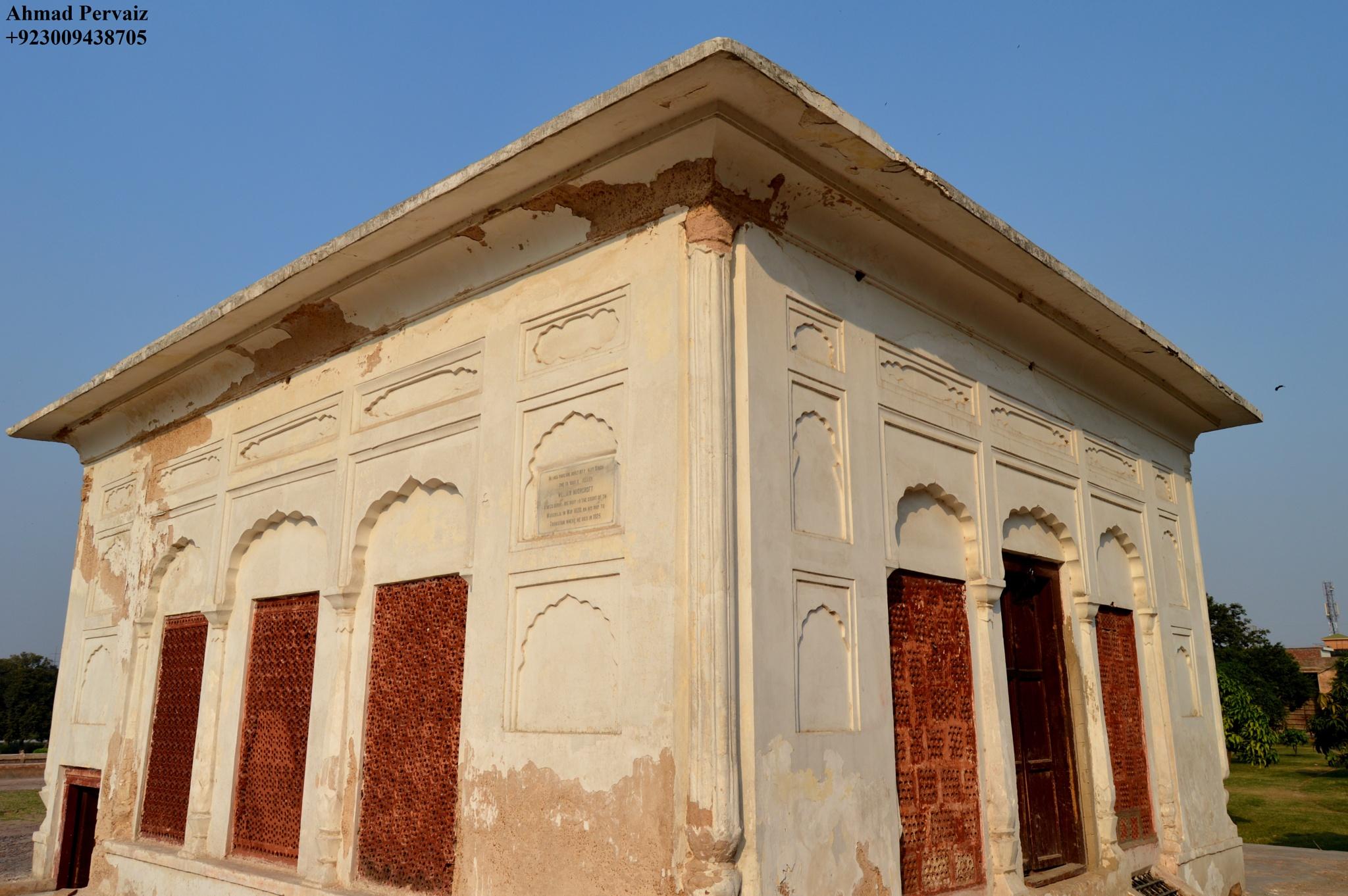 The Pavilion, Shalimar Garden. by pervaiz_jiu-jitsu