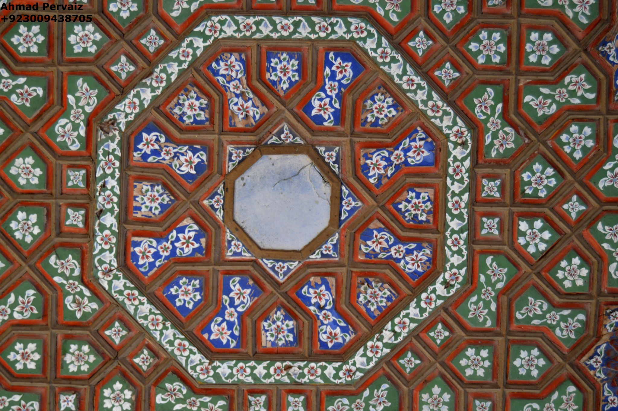 Ceiling of a Hall - Lahore Fort by pervaiz_jiu-jitsu