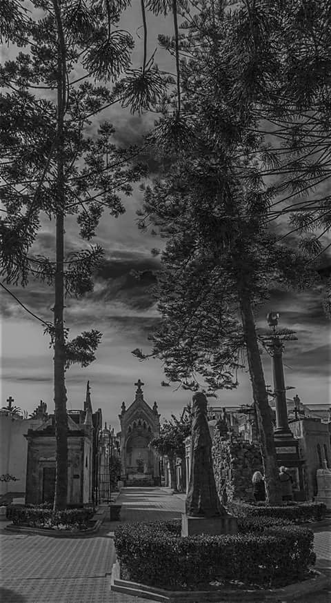 Cementerio Recoleta by Agustin Pilibossian