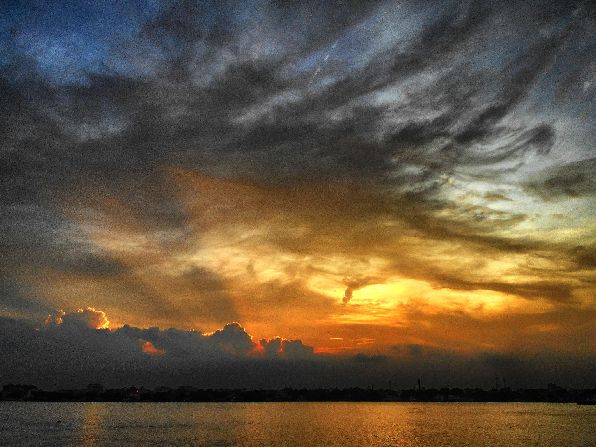 evening sky by suvajit mukherjee