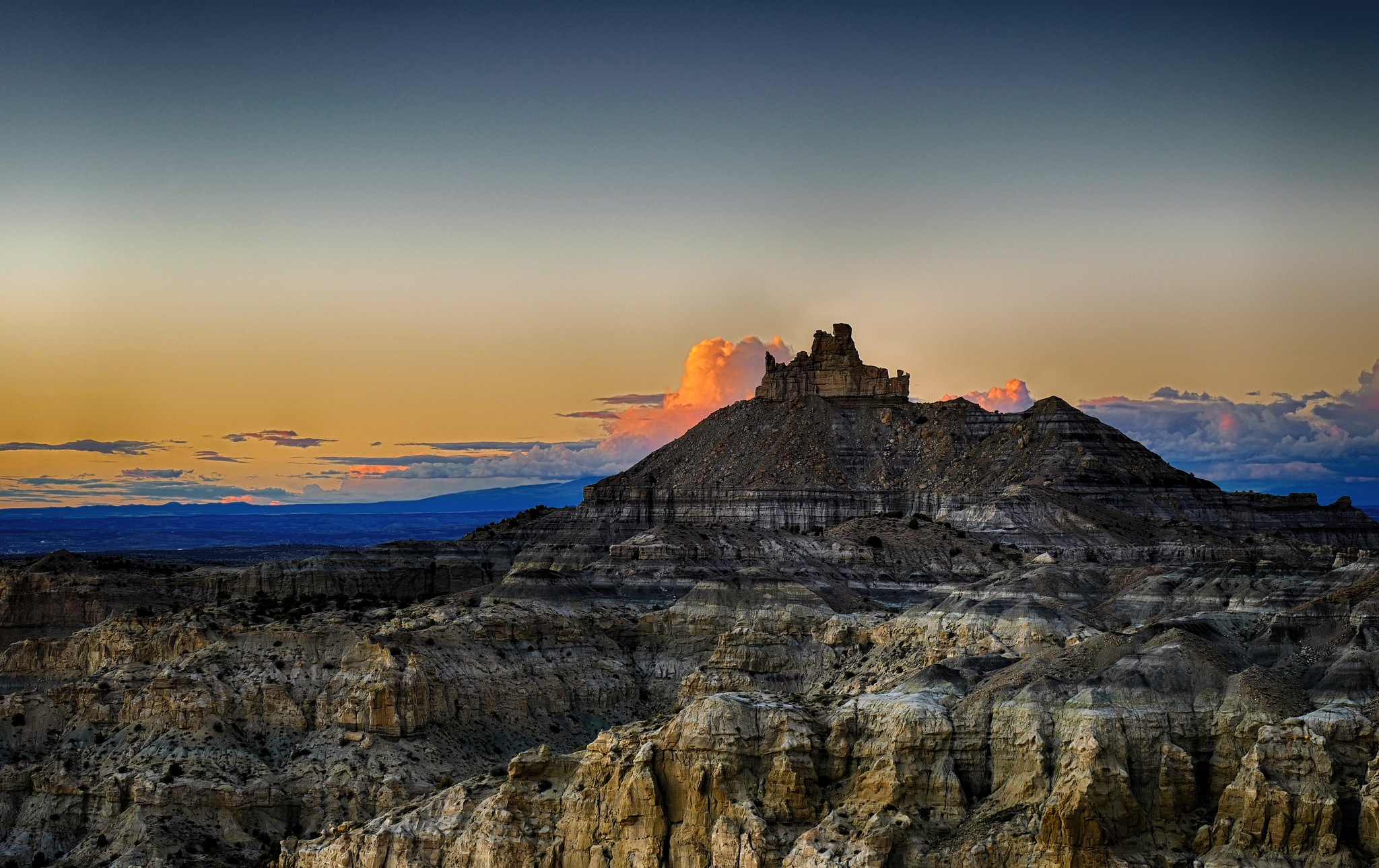 Angel Peak in NM at sunset by emadriss