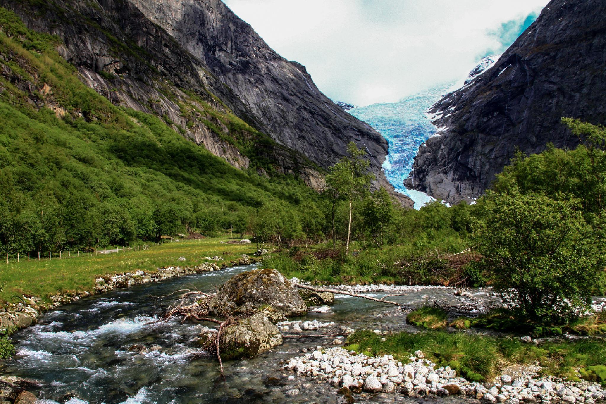 Brikdalsbreen by FSFoto