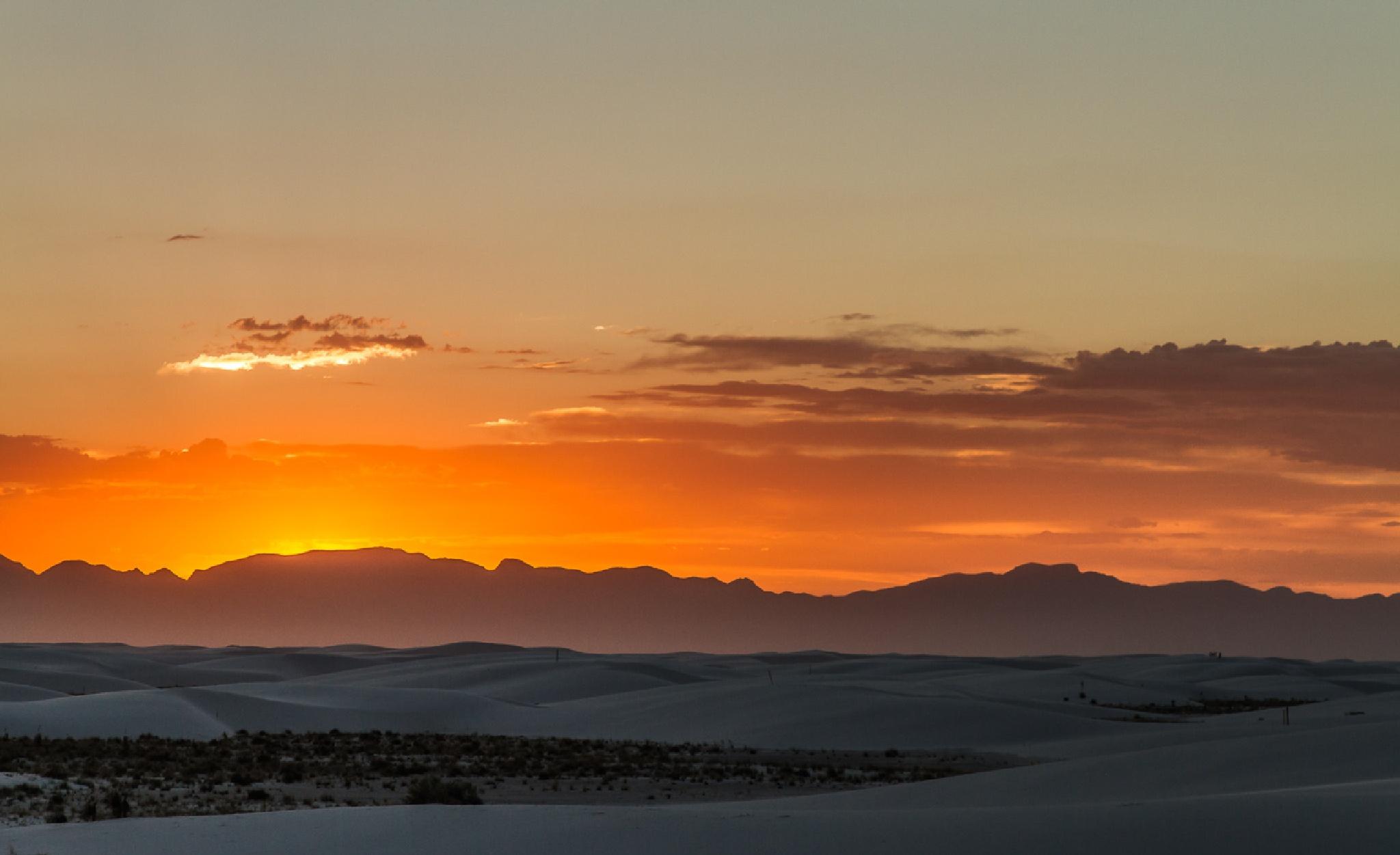 Sunset in the desert by FSFoto