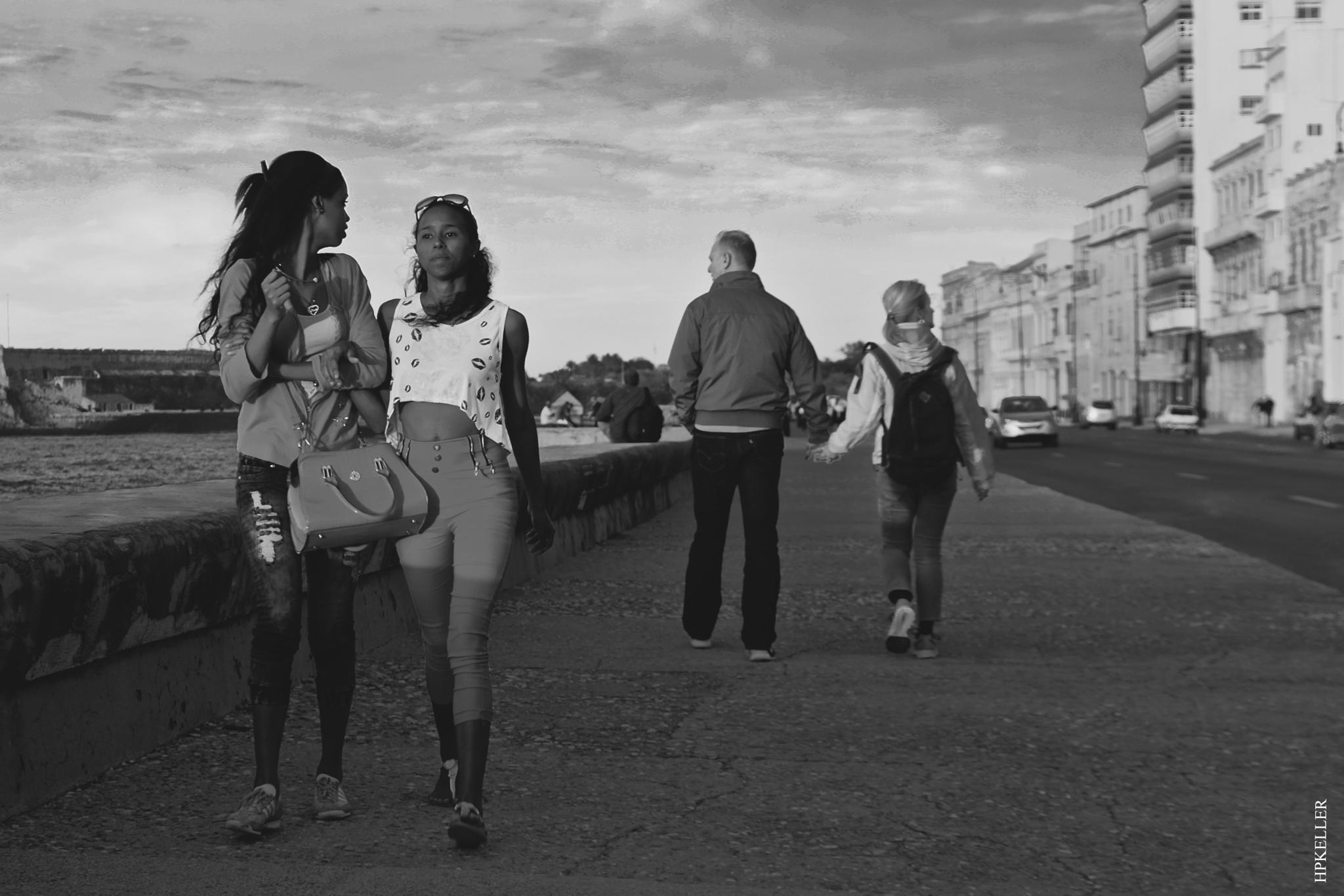 La Habana XXV, ...Love Servants on the Malecon. by Hans-Peter Keller