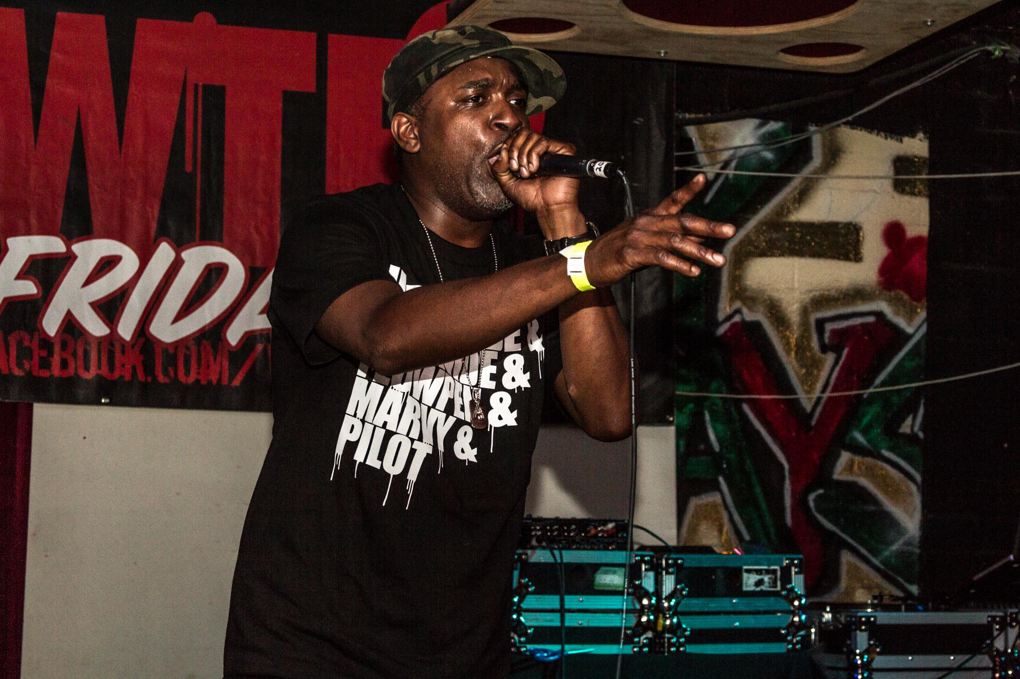 Aceyalone rocking the mic by benzo