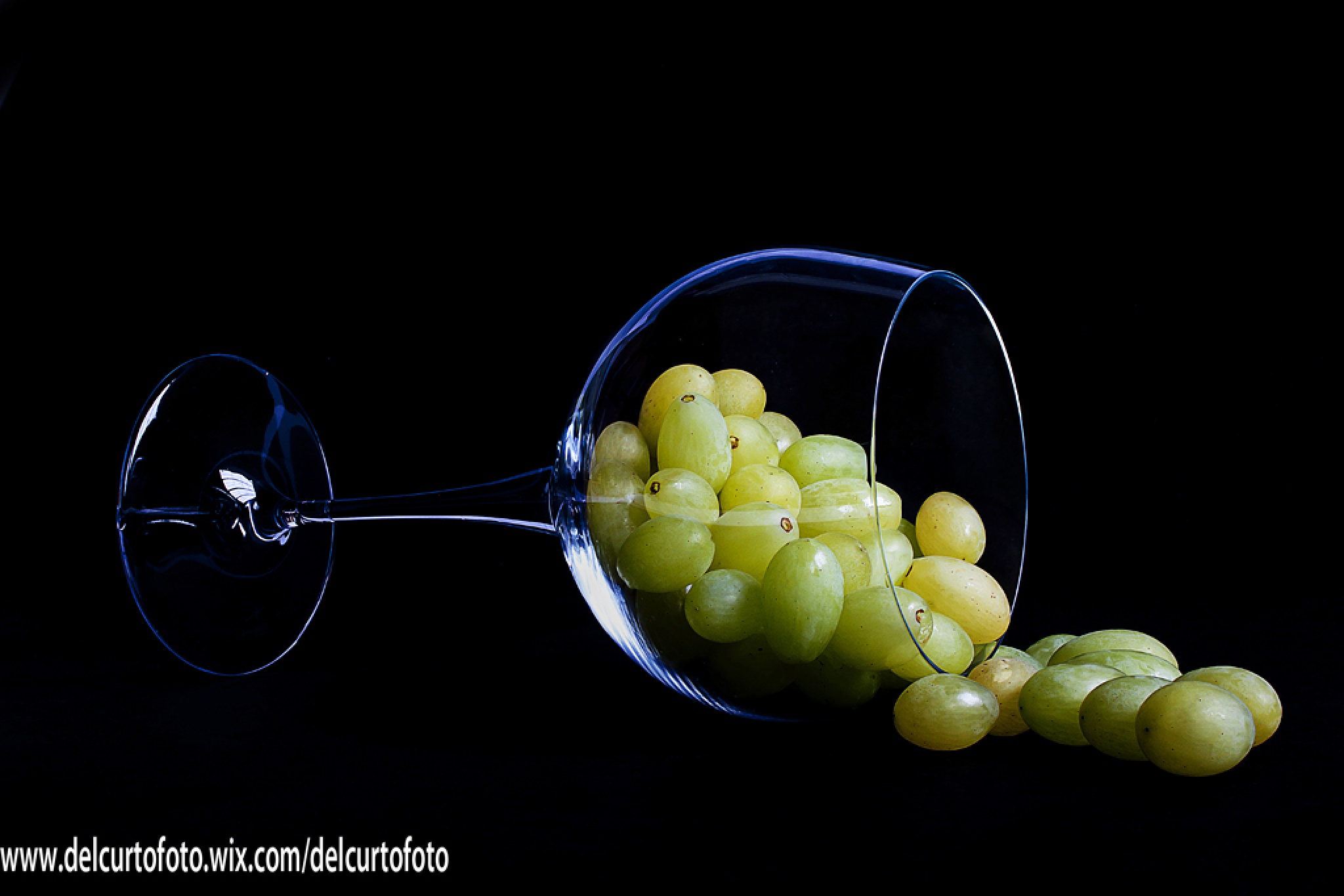 Grapes fruit in the glass by Giovanni Del Curto