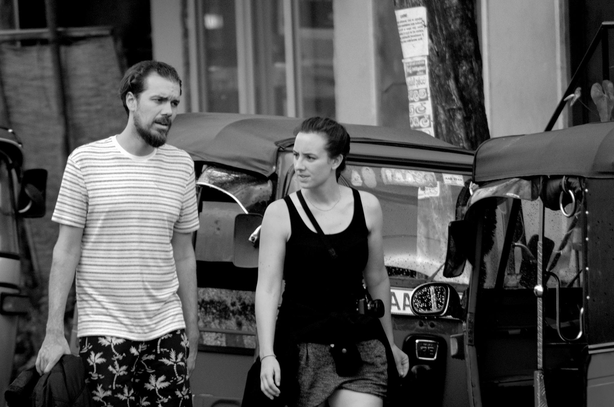 couple on the street of elle - nuwara eliya - srilanka by Saravanan Veeru