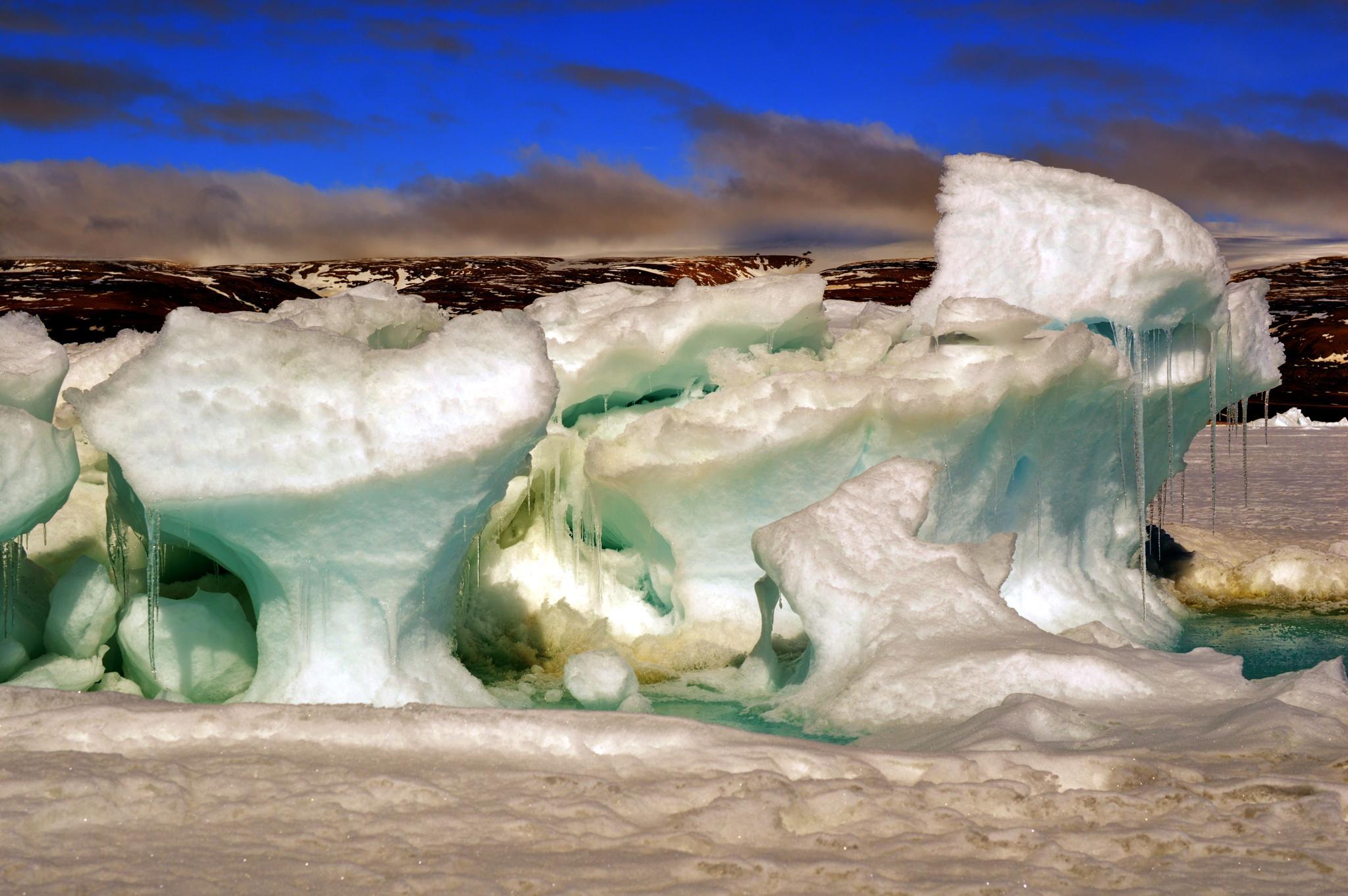 Iluliaq by Arrutaq K'ujaukitsoq