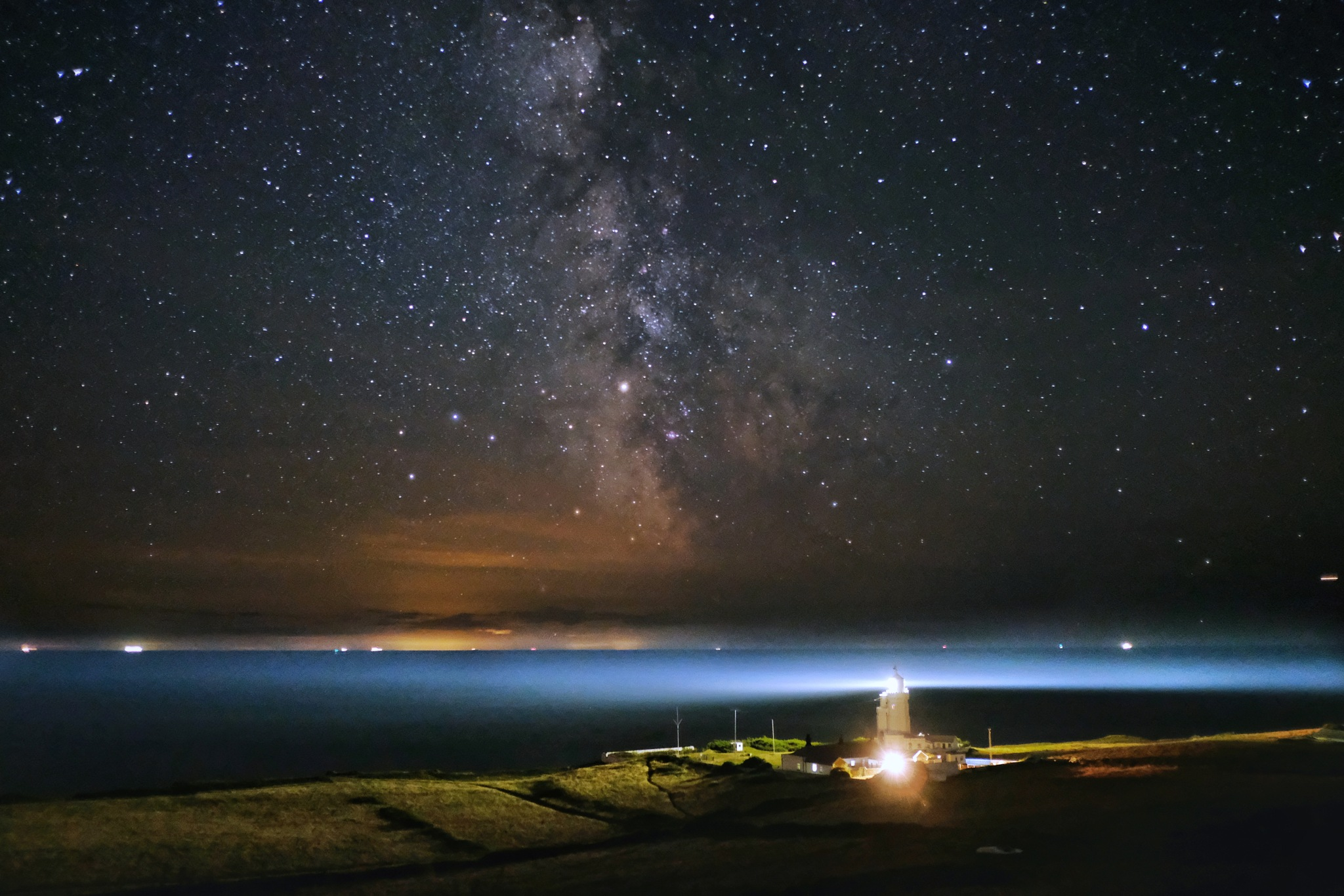 St Catherine's lighthouse and beyond  by Ben Woodford